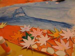 富士山の廻りに紅葉を。