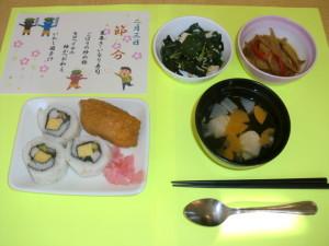 裏巻きといなり寿司の昼食。